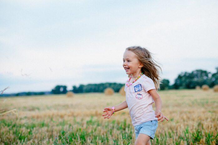 Haine pentru copii din țesături naturale